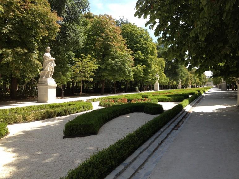 Interior do parque com sombra