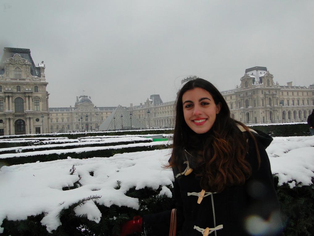 Eu no Louvre com neve