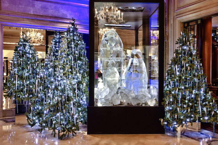 Ice sculpture at Four seasons George V- Paris