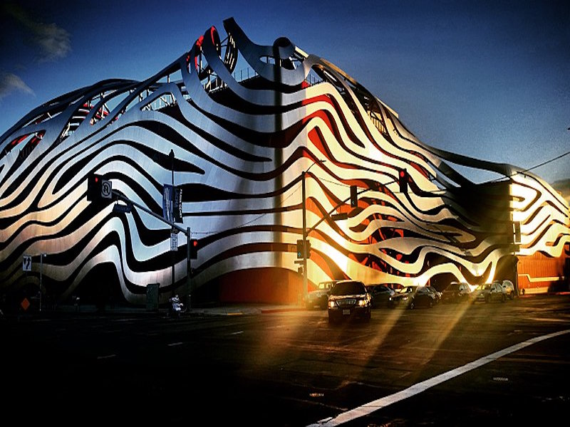 Petersen Automotive Museum- museus de marcas de carros.